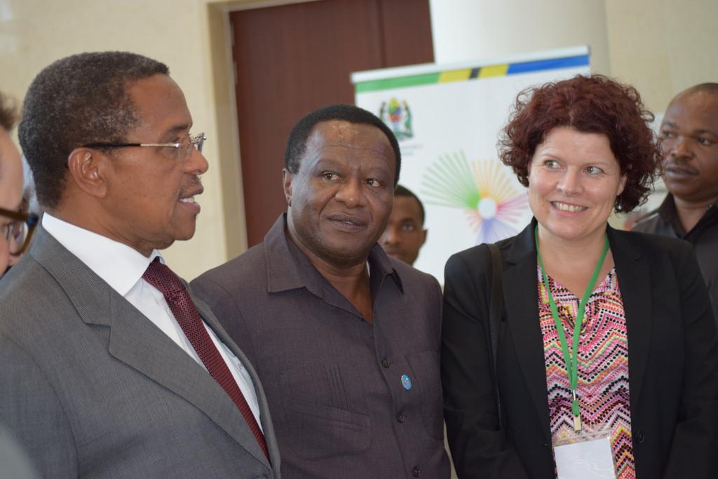 Former Tanzania President Jakaya Kikwete talking to ...